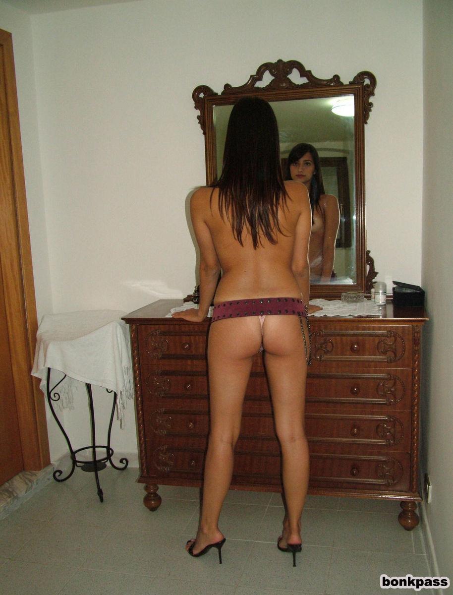 teen-nude-legs-arab-chelsea-gilligan-topless