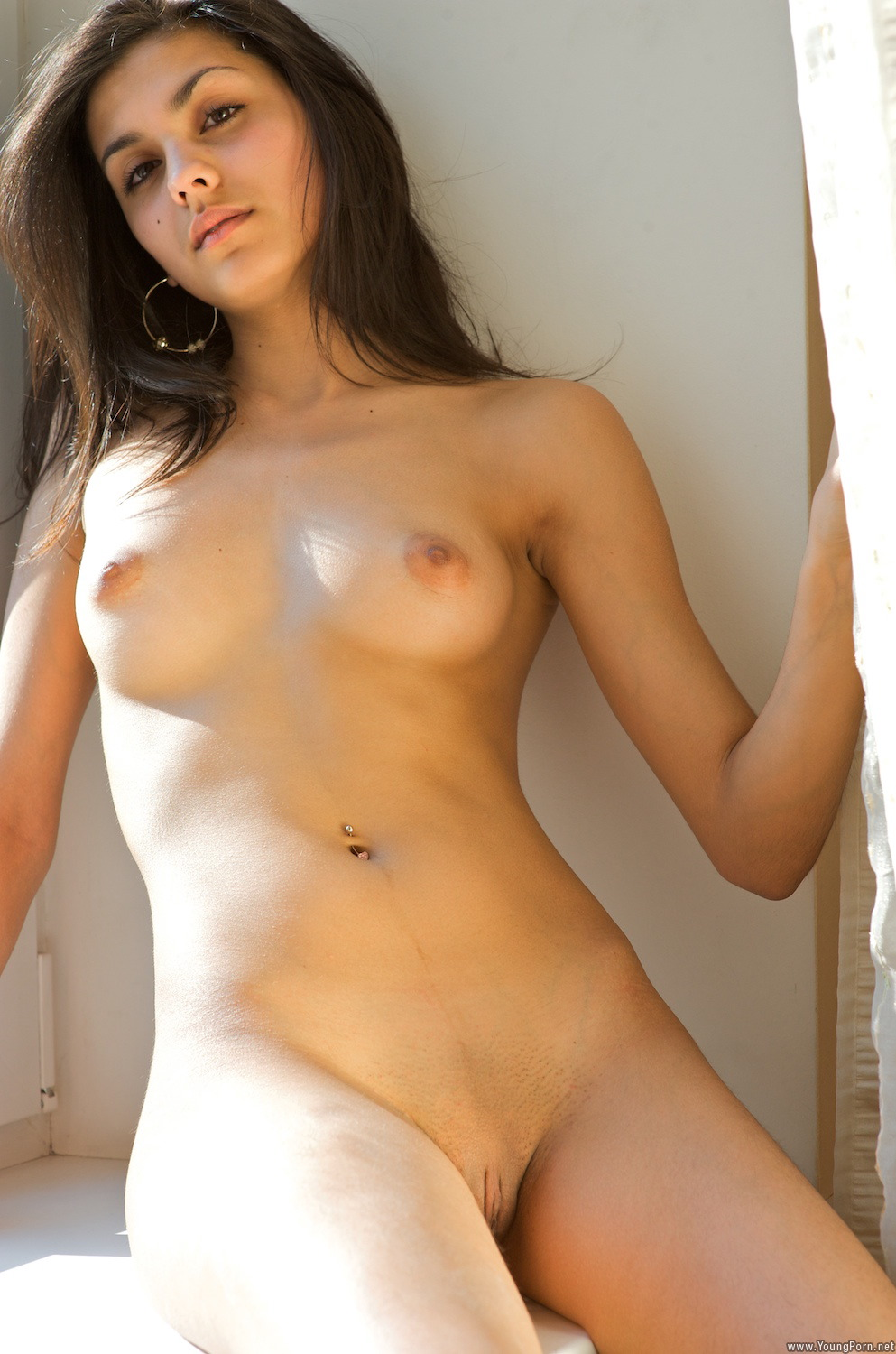 ebony long legged nude photos