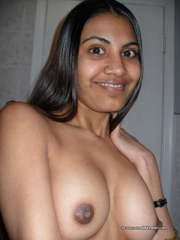 Gf indienne mignonne prenant Selfpics Topless - Gfs indien réel-5447
