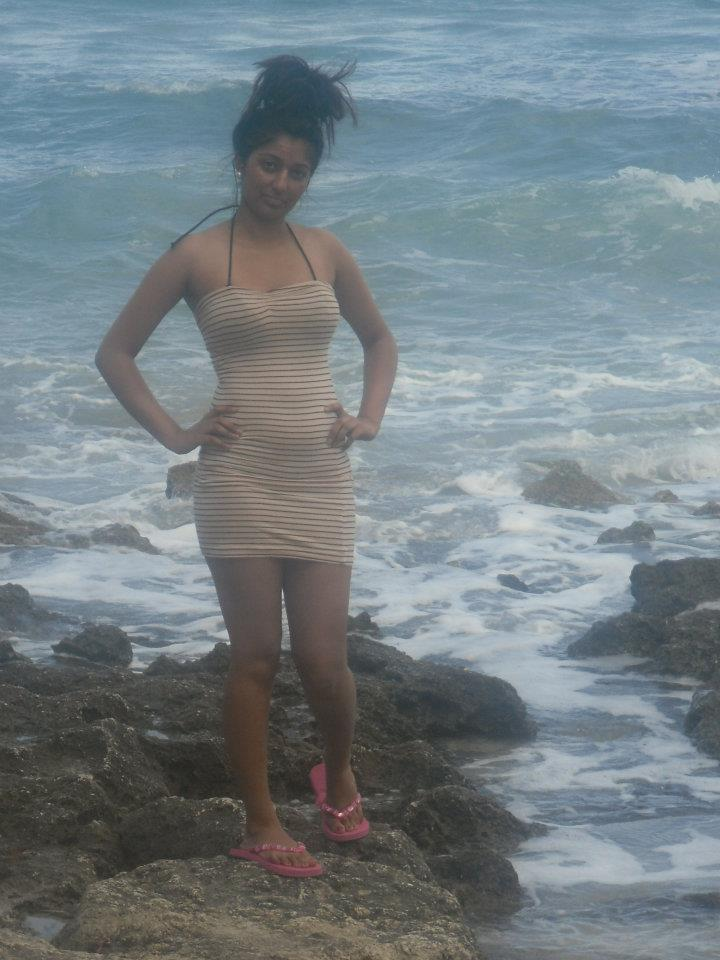 Busty Indian Babe Loves Showing Tits At The Beach - Real -9296